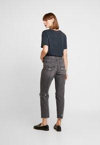 American Eagle - MOM - Jean slim - dark gray - 2