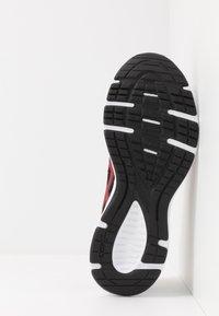 ASICS - JOLT 2 - Obuwie do biegania treningowe - black/classic red - 4