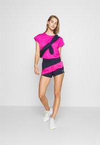 Reebok - SUPREMIUM DETAIL TEE - Print T-shirt - pink - 1