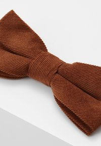 Only & Sons - ONSTBOX THEO BOW TIE HANKERCHIEF SET - Pocket square - cognac - 4