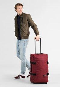 Eastpak - CORE COLORS - Wheeled suitcase - red/bordeaux/mottled bordeaux - 0