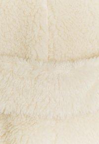 Glamorous Petite - LADIES CREAM FUR COAT - Manteau classique - cream - 2