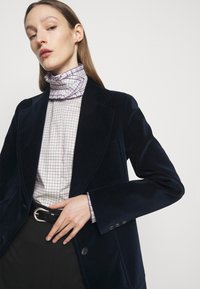 Victoria Beckham - RUFFLE  - Button-down blouse - ecru/purple - 3