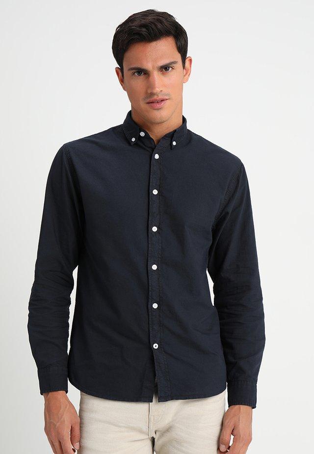 JOHAN OXFORD DYED - Camisa - navy