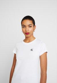 Calvin Klein Jeans - EMBROIDERY SLIM TEE - Jednoduché triko - bright white - 3