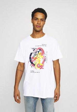 Night Addict Unisex - T-shirt med print - white
