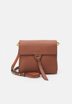 LOUISE CROSSBODY BAG - Across body bag - cinnamo/chestnut
