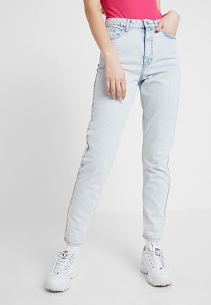 MOM NEW - Jeansy Relaxed Fit - super bleach