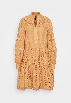 YASGARGI DRESS - Robe d'été - sandstorm