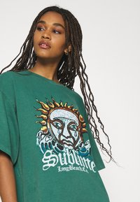 BDG Urban Outfitters - SUBLIME DAD TEE DRESS - Jersey dress - green - 4