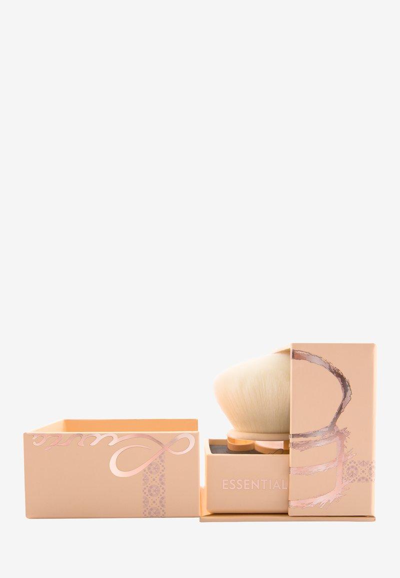 Luvia Cosmetics - ESSENTIAL KABUKI - Powder brush - nude