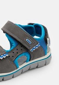 Primigi - Sandals - grigo scuro/azzurro - 5