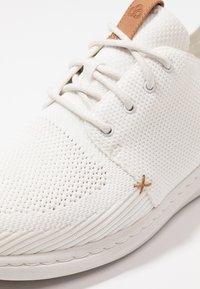 Clarks - STEP URBAN MIX - Trainers - white - 5