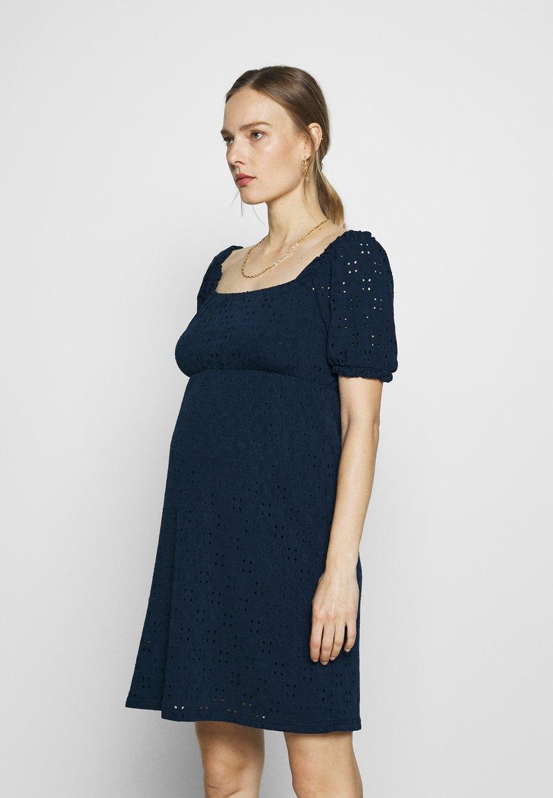 MAMALICIOUS - SHORT DRESS - Sukienka z dżerseju - navy blazer