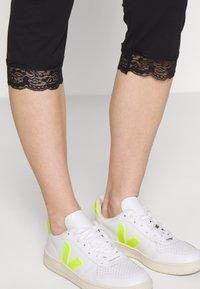 Anna Field - Capri Leggings with Lace - Leggings - Trousers -  black - 3