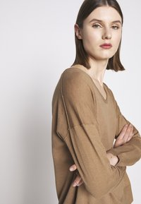 CLOSED - WOMEN´S - Jumper - golden oak - 3