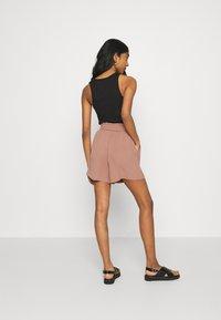 ONLY - ONLLAVENDER PAPERBAG - Shorts - burlwood - 2