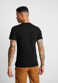 Barbour Beacon - TEE - T-shirt - bas - black/red - 2