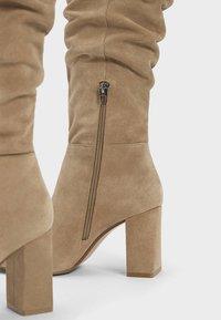 Bershka - IN KNITTEROPTIK  - Boots - beige - 3