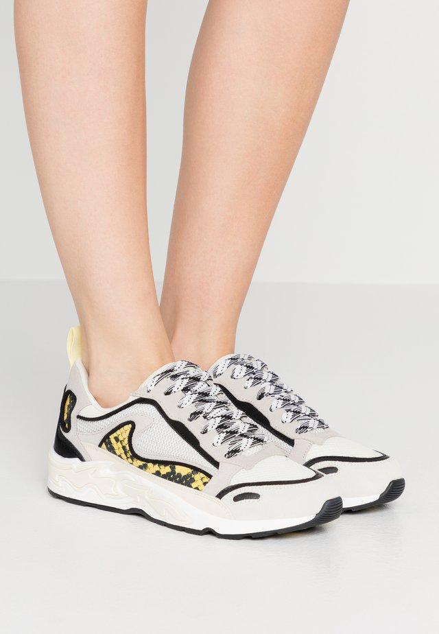 FLAME - Sneakers laag - python jaune