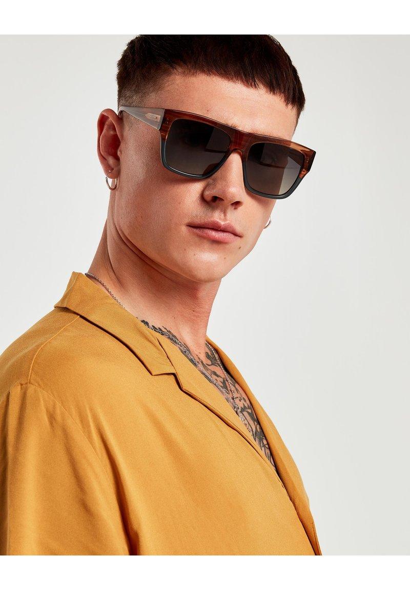 Hawkers - DOUMU - Sluneční brýle - brown