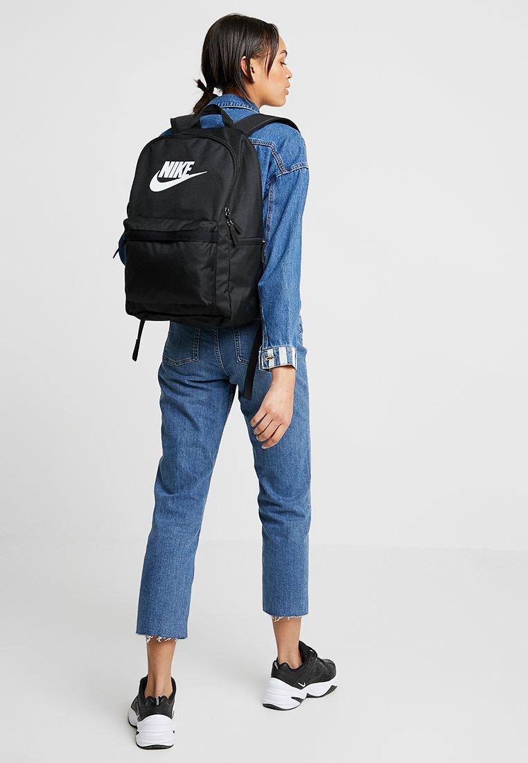 Nike Sportswear - HERITAGE - Ryggsekk - black/white