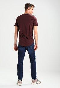 Only & Sons - ONSMATT - T-shirt - bas - fudge - 2