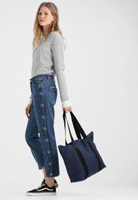 Rains - TOTE BAG RUSH - Shoppingveske - blue - 5