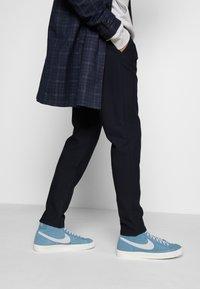 Nike Sportswear - BLAZER MID '77 - Zapatillas altas - thunderstorm/pure platinum/sail - 0