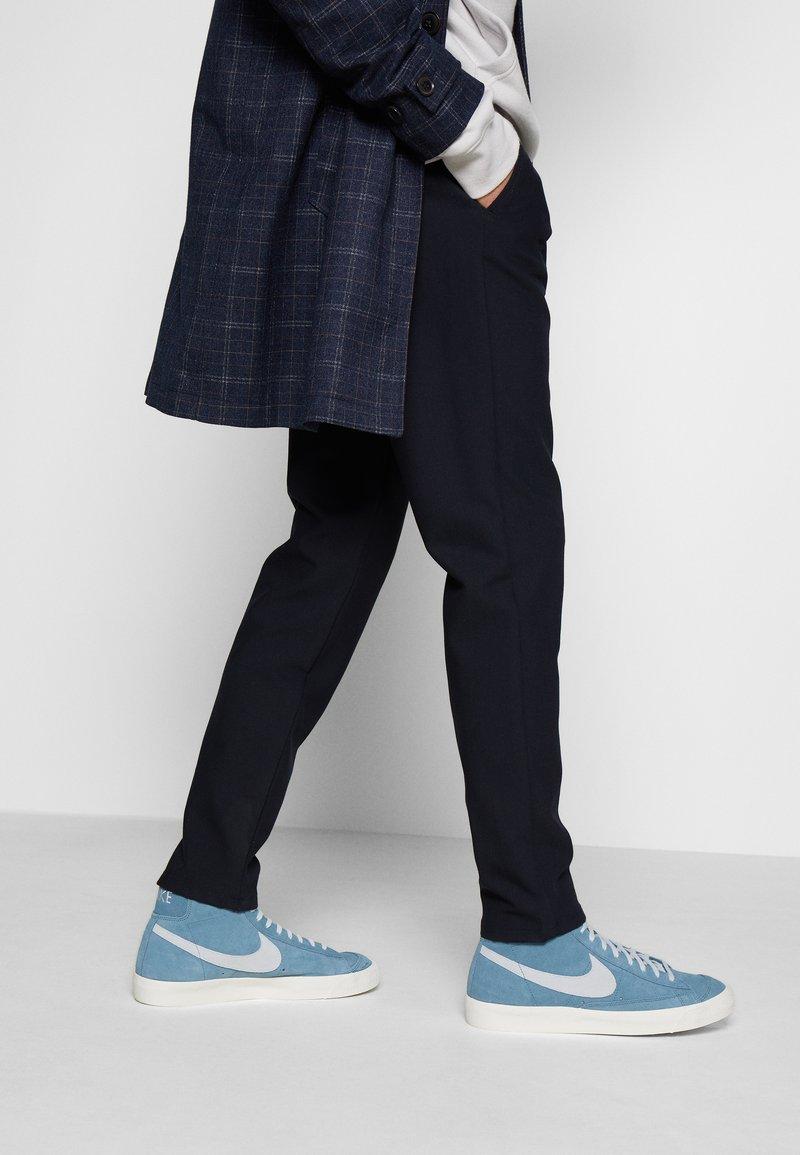 Nike Sportswear - BLAZER MID '77 - Zapatillas altas - thunderstorm/pure platinum/sail