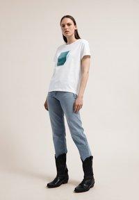ARMEDANGELS - NAALIN SKY WITH BIRDS - Print T-shirt - white - 1