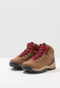 Columbia - NEWTON RIDGELUXE - Hiking shoes - elk/mountain red - 2