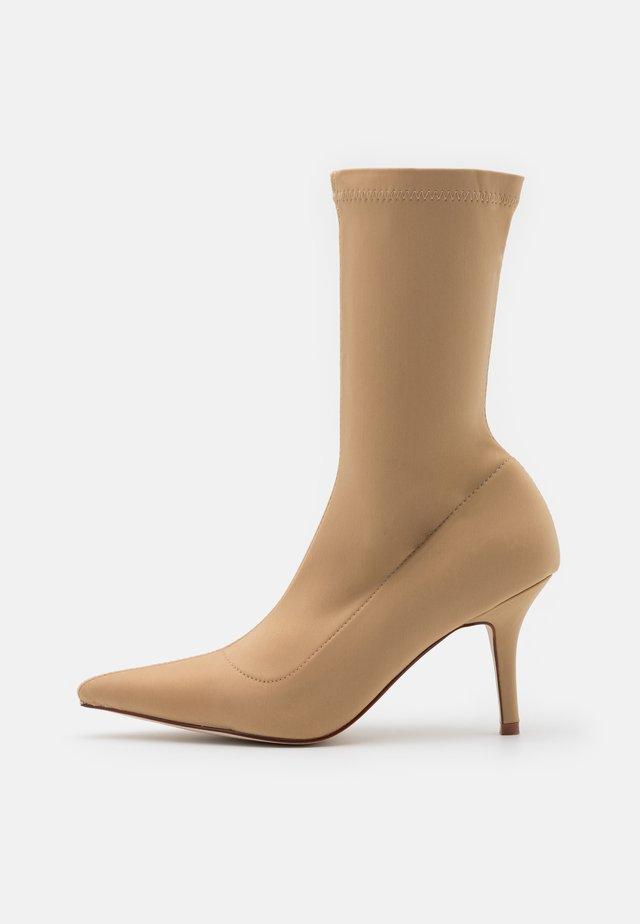 MARINDA - Kotníkové boty - nude