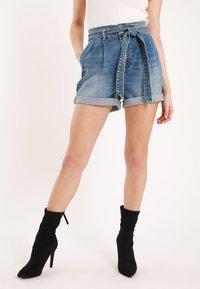 Pimkie - MIT HOHEM BUND - Denim shorts - blue denim - 3
