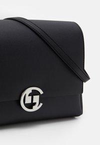 comma - HIDE AND SEEK SHOULDERBAG  - Across body bag - black - 3