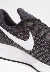 Nike Performance - AIR ZOOM PEGASUS 35 - Chaussures de running neutres - black/white/gunsmoke/oil grey - 5