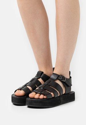 GEEK SHOE OPEN TOE - Sandály na platformě - black
