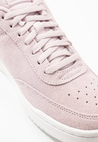 Nike Sportswear - COURT VINTAGE - Sneakers laag - barely rose/summit white - 2