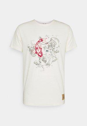 KOI - T-shirt med print - marshmellow