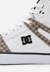 DC Shoes - PURE - Skateboardové boty - black/white - 5