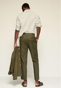 Mango - RELAXED FIT - Pantalon classique - khaki - 2