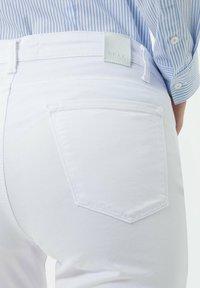 BRAX - STYLE SHAKIRA S - Slim fit jeans - white - 4