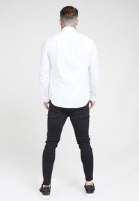 SIKSILK - LONG SLEEVE SMART SHIRT - Camisa elegante - white - 2