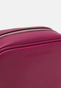 Calvin Klein Jeans - CAMERA BAG - Across body bag - dark clove - 4
