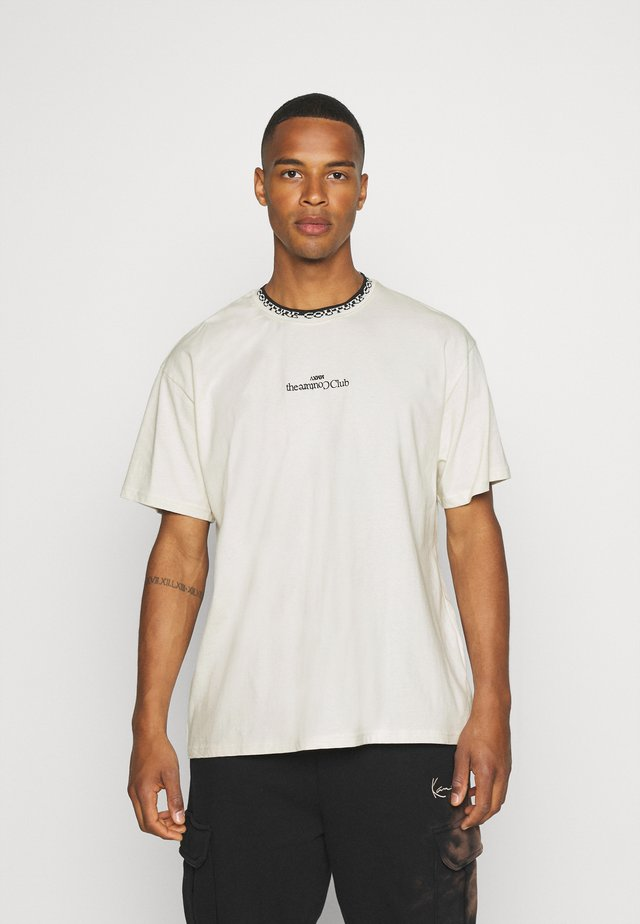CONTRAST LOGO JACQUARD - T-shirt con stampa - off white