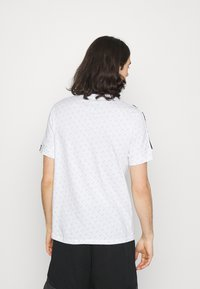 Nike Sportswear - REPEAT TEE - Print T-shirt - white/black - 2