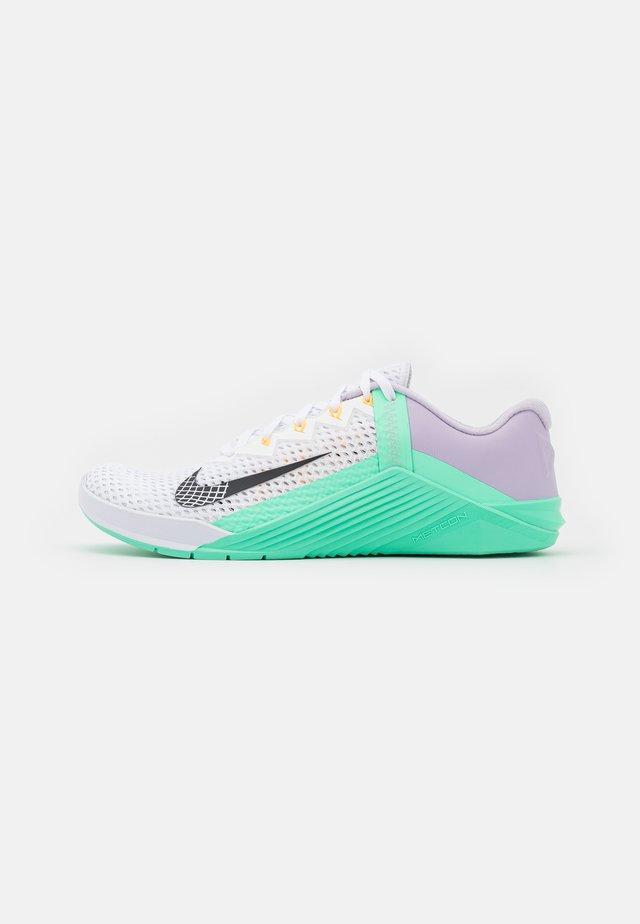 METCON 6 - Sports shoes - white/dark smoke grey/infinite lilac/violet shock/green glow/laser orange