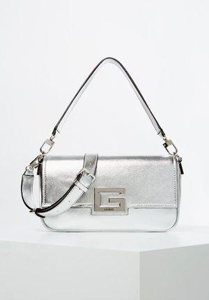 SCHULTERTASCHE BRIGHTSIDE METALLIC-OPTIK - Across body bag - silver
