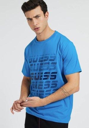 T-shirt con stampa - himmelblau