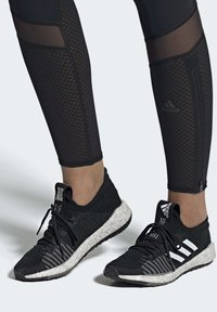 adidas Performance - PULSEBOOST HD - Obuwie do biegania treningowe - black - 0